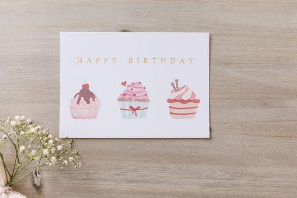"Postkarte ""Happy Birthday"" mit Cupcake-Illustration, goldene Prägung"