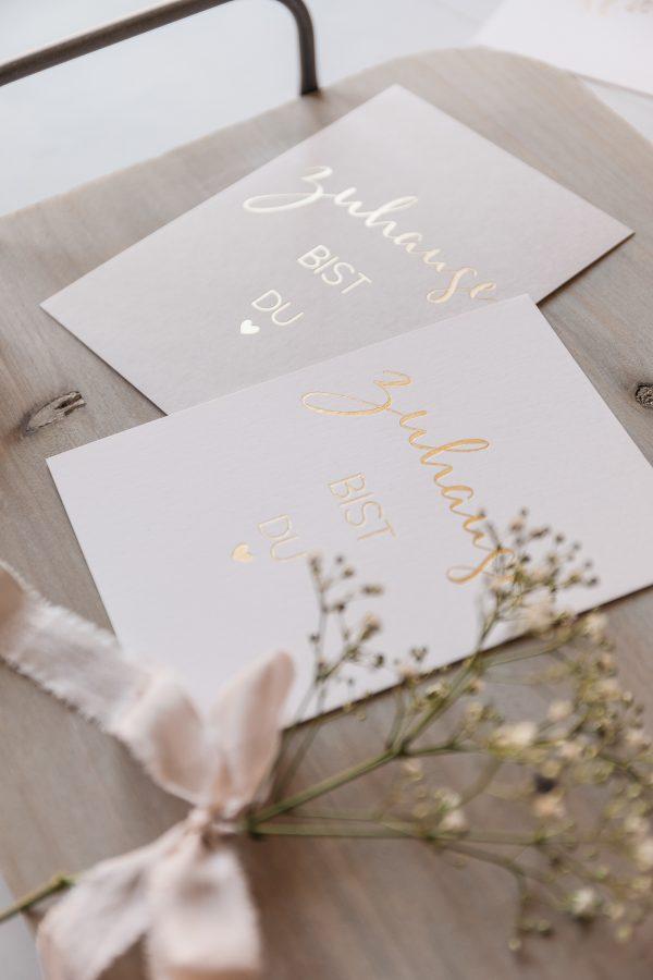"""Postkarte """"Zuhause bist du"""", goldene Heißfolienprägung"""