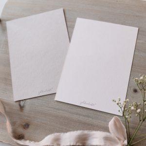 Postkarten hochkant, Rückseite, puder, warmes hellgrau