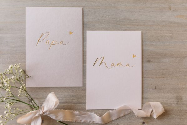 """Postkartenset """"Mama"""" & """"Papa"""" mit goldener Heißfolienprägung, von oben"""
