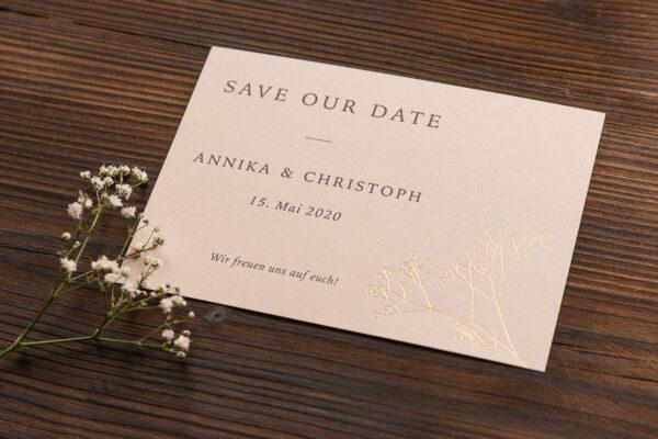 """save the date Karte """"Schleierkraut"""" goldene Prägung, sand"""