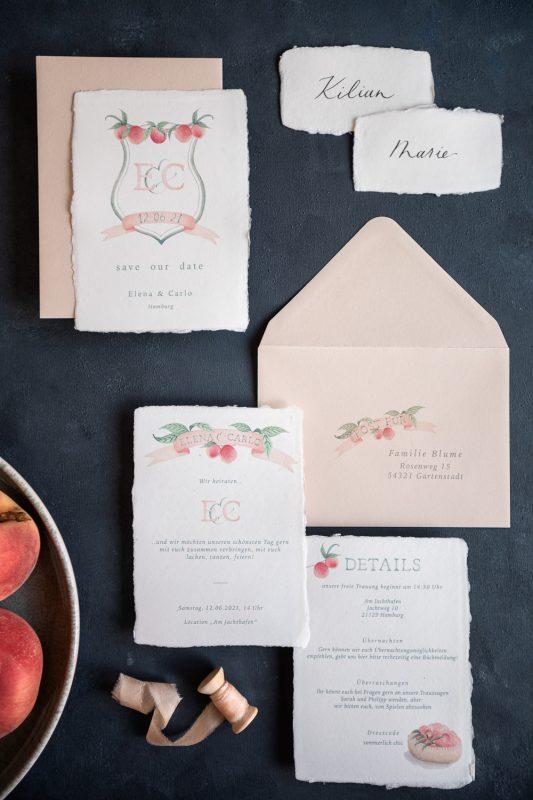 individuelle Hochzeitspapeterie mit Aquarellillustration, Motto Pfirsich