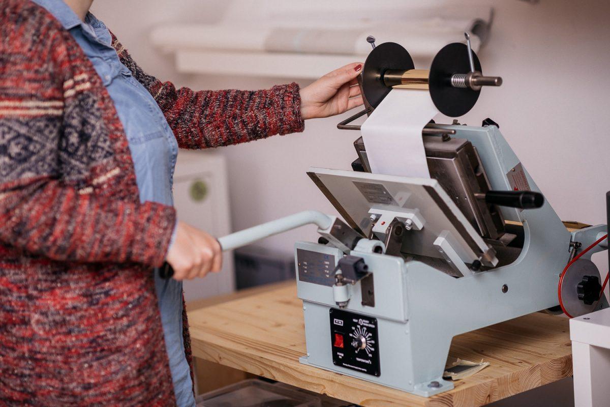 Heißfolienprägung - Komplettansicht der Heißfolienprägemaschine