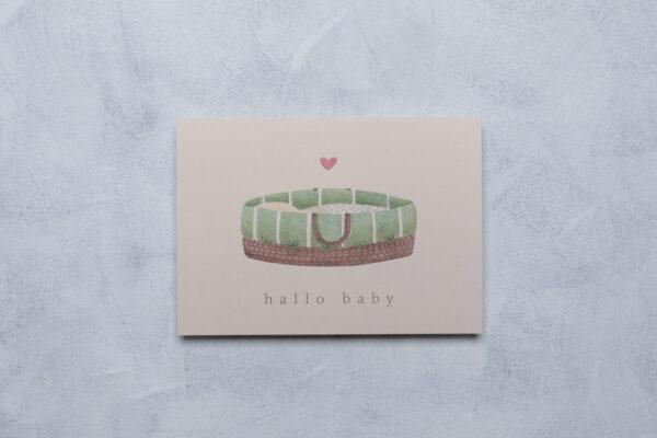 neutrale Babykarte mit Moseskorb, beige grün, handgemalte Aquarellillustration , Vorderseite