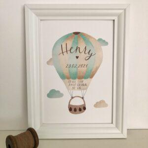 personalisierbares Geburtsbild mit mint braunen Heißluftballon A4 im Bilderrahmen