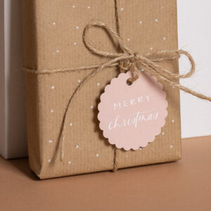 Geschenkanhänger mit zierrand und kalligrafie in rosa