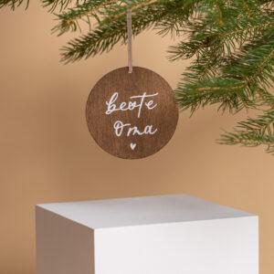 Holzanhänger individualisierbares weihnachtsgeschenk im baum hängend
